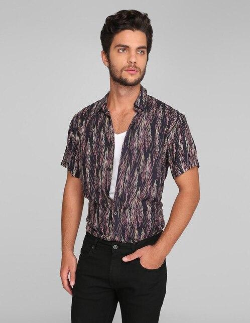 f20302583 Camisa casual Guess corte slim fit negra con diseño gráfico